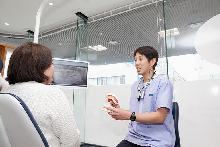 患者さんと相談しながらどの入れ歯にするかを検討します